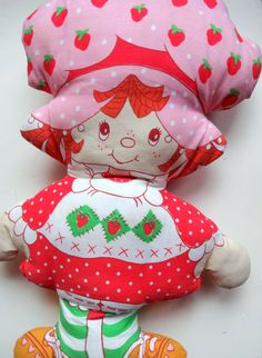 VINTAGE STRAWBERRY SHORTCAKE PILLOW.