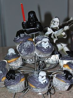 star wars cupcake ideas that I could actually do! ;0)