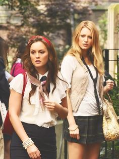 Serena and Blair Gossip Girl serena, gossipgirl, school uniforms, blake lively, gossip girl, old school, xoxo gossip, leighton meester, blair
