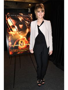 Jennifer Lawrence's Hunger Games mall tour hairstyles..and how to get them.