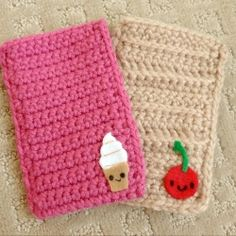 Very simple to crochet cell phone cozies adorned with felt designs.  Follow along with my free tutorial to make your own!