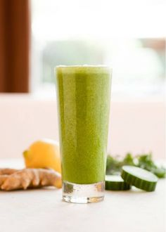 A preview to one of our new spring/summer dishes of the Kale-Banana Smoothie!