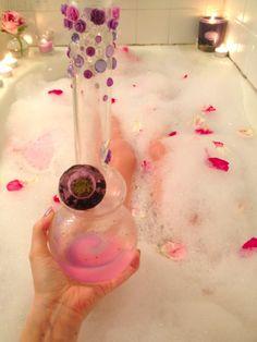 Pink bong !! #MaryJane #peace http://maryjane4200.blogspot.com