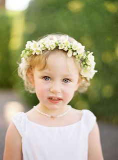 Linda niña de las flores