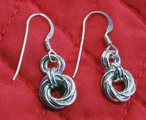 These Mobius Flower Earrings show how chainmaille can be pretty and feminine. Learn how to make a pair of your own!