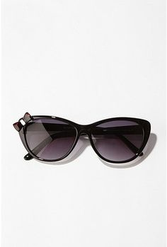 UO.. I could make thesee. I never really thought about glamin up my sunglasses... hmm sunglass, thought, shade