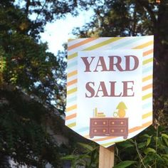 Free Printable Yard Sale Signs & Price Tags via @BellyFeathers