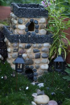 More fairy garden ideas...Serena...I thought of you when I saw this!  Next project for the kiddos!  ;)