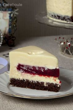 White chocolate raspberry mousse cake