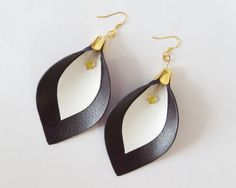 My DIY: Leather calla lily earrings in dark violet and white by starryday
