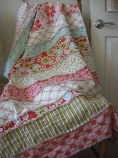 Love the colors and the design of this rag quilt.