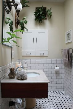 I love the plants in this bathroom
