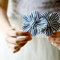starboard  nautical flower comb por whichgoose en Etsy Nautical Flowers, Fabric Flowers, Diy Gifts, Handmade Gift, Flowers, Design Home, Flowers Combs, Fabrics Flowers, Hair Combs