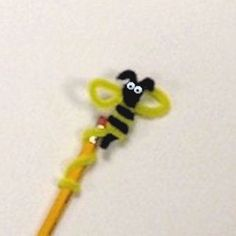 Fun and easy Bee Pencil Topper