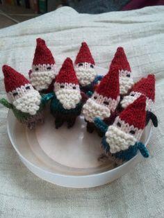 little knit gnomes, I love gnomes.