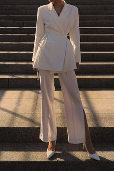 Chic white suit is spring wardrobe essentials #chic #minimalisam #spring #outfits