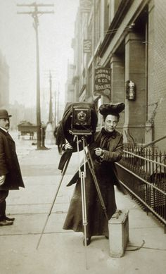 Trailblazer Jessie Tarbox Beals was the first woman to join a newspaper staff as a photographer. (photo: the Schlesinger Library at the Radcliffe Institute)