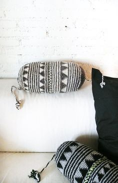 pillow crochet, crochet marrakech, marrakech vibe, gray triangl
