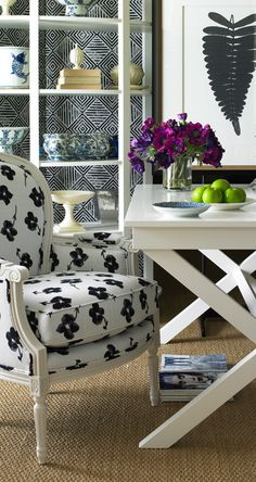 Mix a naif floral and a geo and black and white is even more distinctive #blackandwhite  #designdetails