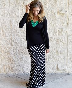 black and white skirts outfits, maxi skirt outfits, black and white maxi skirt, flatter style, black white, fall outfits, fall looks, maternity outfits, maxi skirts