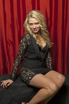 BrookeNewtonsitsforTVGuideMagazine  (Photo Courtesy of Victoria Will / TV Guide Magazine) magazin exclus, guid magazin