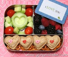 I love you kids school lunch with lots hearts.