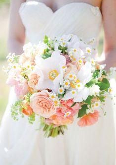 Feverfew, garden rose and ranunculus bouquet = #summerwedding perfection | Brides.com