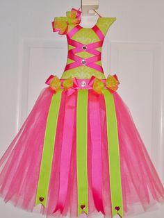Custom hot pink/green tutu bow holder!