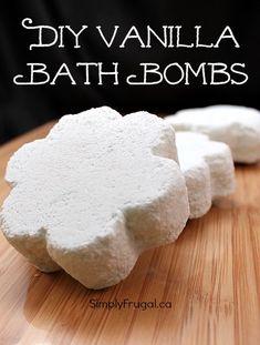 A Homemade Christmas Gift: DIY vanilla bath bombs