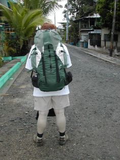 15 questions you should ask yourself before choosing the best womens backpack for your travels - such as wheels or not? big or small? internal or external frame?