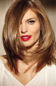Capelli scalati alle spalle shoulder length hairstyles, medium length hairstyles, honey colored hair, bronde hairstyles, new hair colors, girl hairstyles, nice color