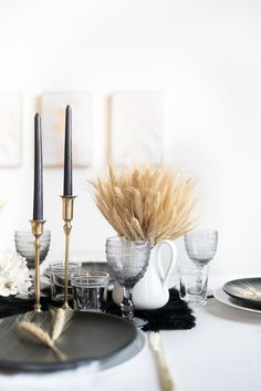 An ode to Alberta with a touch of glam, this years Thanksgiving Tablescape is simple and seasonal, the perfect place to gather with those you love.