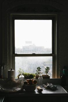 Viendo estas fotos solo pienso en, casa rústica, lluvia, leña, abrigos tricot... calma.