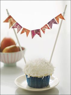 Cute DIY: Cupcake bunting.  Would be cute with a name or age  #birthday