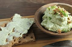 Goat Cheese Pesto Spread, creamy and yummy! #spreads #dips