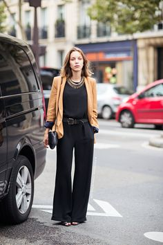 camel, stockholm streetstyl, work fashion paris, street styles, black jumpsuit, outfit databas, office outfits