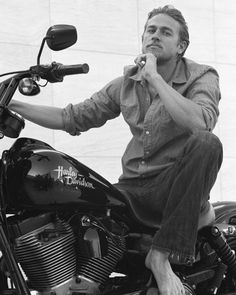 Charlie Hunnam.  This has got to be one of my favorite pictures of him.  I love that he's barefoot!