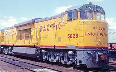 #GeneralElectric U50. 5,000 hp dual engines (b-b+b-b)  #locomotive #photo #color #train #railway #old #history #motor #engine #yellow #brand #USA