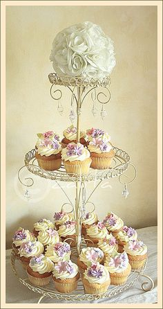 this cupcake stand !!!