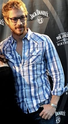 Kris Holden-Ried :) Dyson from Lost Girl.. Another huge crush right now!! Yum Yum. I love a guy with glasses