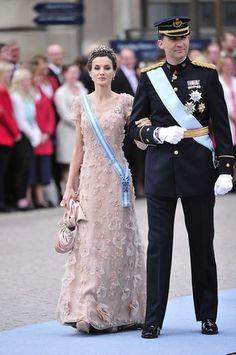 La Princesa Letizia en la boda de Victoria de Suecia.