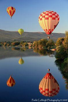Balloon Reflections by *La-Vita-a-Bella