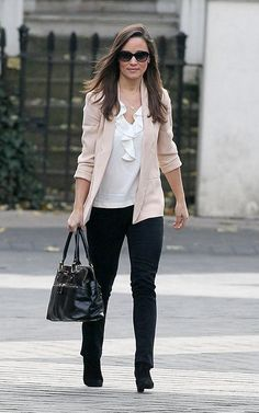 Pippa wearing French Connection jacket and carrying her Modalu Pippa purse
