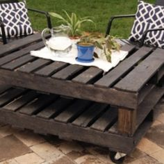 Pallet Outdoor Coffee Table, very cool.