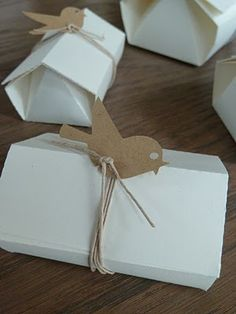 Little house boxes with birdies / Pequeñas cajas en forma de casa con pajaritos