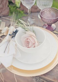 Pretty Vintage Tablescape pink roses, inspiration, vintage table settings, vintage weddings, dream, layer cakes, place set, placeset, vintage decor