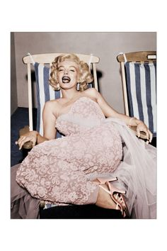 Marilyn Monroe in Deckchair//