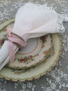 vintage plates, wedding places, rustic weddings, wedding place settings, vintage china, vintage roses, dinner tables, antique china, vintage style
