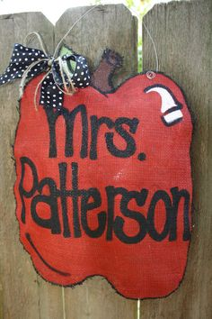 Cute Apple burlap door hanger for teacher gift!