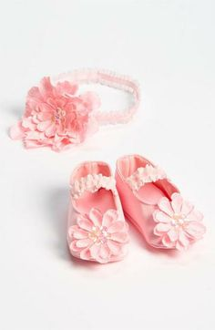 These little pink crib shoes are SO darling!